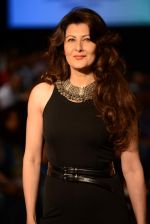 Sangeeta Bijlani walk the ramp for Anita Dongre show at LFW 2013 Day 1 in Grand Haytt, Mumbai on 23rd Aug 2013 (5).JPG