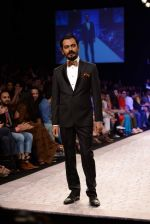 Nawazuddin Siddiqui walk the ramp for Troy Costa show at LFW 2013 Day 2 in Grand Haytt, Mumbai on 24th Aug 2013 (6).JPG