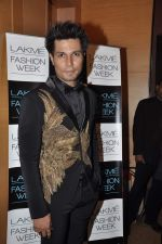 Randeep Hooda on Day 2 at LFW 2013 in Grand Haytt, Mumbai on 24th Aug 2013 (88).JPG