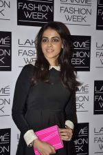 Genelia Deshmukh at Vikram Phadnis show at LFW 2013 Day 3 in Grand Haytt, Mumbai on 25th Aug 2013 (107).JPG