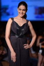 Genelia Deshmukh walk the ramp for Amit Aggarwal show at LFW 2013 Day 3 in Grand Haytt, Mumbai on 25th Aug 2013 (13).JPG