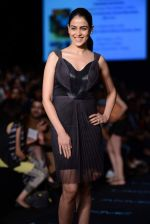 Genelia Deshmukh walk the ramp for Amit Aggarwal show at LFW 2013 Day 3 in Grand Haytt, Mumbai on 25th Aug 2013 (15).JPG