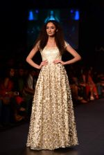 Model walk the ramp for Vikram Phadnis show at LFW 2013 Day 3 in Grand Haytt, Mumbai on 25th Aug 2013 (101).JPG
