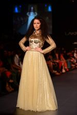 Model walk the ramp for Vikram Phadnis show at LFW 2013 Day 3 in Grand Haytt, Mumbai on 25th Aug 2013 (103).JPG