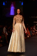 Model walk the ramp for Vikram Phadnis show at LFW 2013 Day 3 in Grand Haytt, Mumbai on 25th Aug 2013 (104).JPG