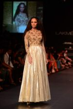 Model walk the ramp for Vikram Phadnis show at LFW 2013 Day 3 in Grand Haytt, Mumbai on 25th Aug 2013 (105).JPG