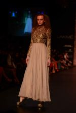 Model walk the ramp for Vikram Phadnis show at LFW 2013 Day 3 in Grand Haytt, Mumbai on 25th Aug 2013 (83).JPG