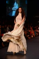 Model walk the ramp for Vikram Phadnis show at LFW 2013 Day 3 in Grand Haytt, Mumbai on 25th Aug 2013 (97).JPG