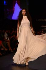Model walk the ramp for Vikram Phadnis show at LFW 2013 Day 3 in Grand Haytt, Mumbai on 25th Aug 2013 (98).JPG