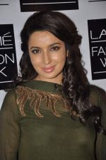 Tisca Chopra on Day 3 at LFW 2013 in Grand Haytt, Mumbai on 25th Aug 2013 (163).JPG