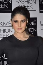 Zarine Khan on Day 3 at LFW 2013 in Grand Haytt, Mumbai on 25th Aug 2013 (221).JPG