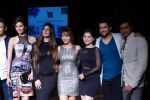 Bruna, Vivek Oberoi, Karishma Tanna, Kainaat, Sonalee, Manjari Phadnis, Aftab, Ritesh walk the ramp for Ritu Kumar show at LFW 2013 Day 4 in Grand Haytt, Mumbai on 26th Aug 2013 (32).JPG