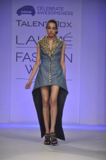 Model walk the ramp for Talent Box Jayaswal show at LFW 2013 Day 4 in Grand Haytt, Mumbai on 26th Aug 2013 (118).JPG
