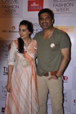 Sunil Shetty, Mana Shetty on Day 4 at LFW 2013 in Grand Haytt, Mumbai on 26th Aug 2013(290).JPG