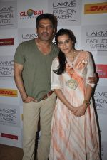 Sunil Shetty,Mana Shetty on Day 4 at LFW 2013 in Grand Haytt, Mumbai on 26th Aug 2013(461).JPG