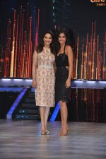 Ileana D_Cruz,Madhuri Dixit on the sets of Jhalak 6 in Mumbai on 27th Aug 2013,1 (115).JPG