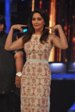Madhuri Dixit on the sets of Jhalak 6 in Mumbai on 27th Aug 2013,1 (62).JPG