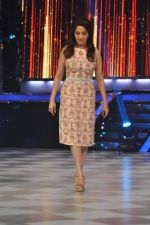 Madhuri Dixit on the sets of Jhalak 6 in Mumbai on 27th Aug 2013,1 (63).JPG