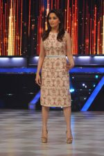 Madhuri Dixit on the sets of Jhalak 6 in Mumbai on 27th Aug 2013,1 (64).JPG