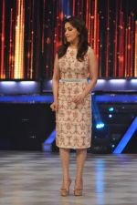 Madhuri Dixit on the sets of Jhalak 6 in Mumbai on 27th Aug 2013,1 (65).JPG