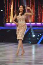 Madhuri Dixit on the sets of Jhalak 6 in Mumbai on 27th Aug 2013,1 (67).JPG