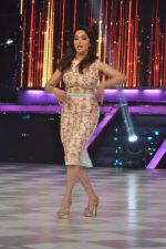 Madhuri Dixit on the sets of Jhalak 6 in Mumbai on 27th Aug 2013,1 (68).JPG