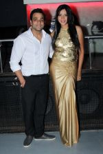 Abhishek Awasthi, Rozlyn Khan at Rozlyn Khan_s bday bash in Rock Bottom, Mumbai on 28th Aug 2013 (68).JPG