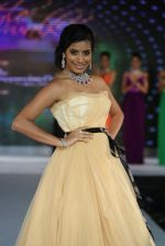Model walks for Riddhi-Siddhi at The Style Walk at LFW 2013 Day 6 in Grand Haytt, Mumbai on 28th Aug 2013 (438).JPG