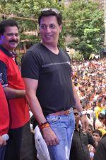 Madhur Bhandarkar at Pratap Sarnaik_s dahi handi in Thane Mumbai on 29th Aug 2013 (8).JPG