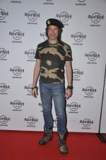Luke Kenny at Subhash Ghai_s bash at the launch of new Hard Rock Cafe in Andheri, Mumbai on 31st Aug 2013 (55).JPG