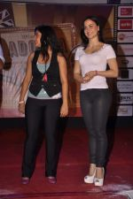 Puja Gupta 1, Elli Avram at Mickey Virus promotions at Wilson college in Mumbai on 1st Sept 2013 (78).JPG