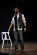 Vir Das rehearses for Battle of Sexes play in Mumbai on 2nd Sept 2013 (21).JPG