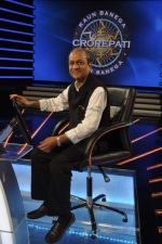 Siddharth Basu gives a KBC set tour in Yash Raj Studios on 3rd Sept 2013 (22).JPG