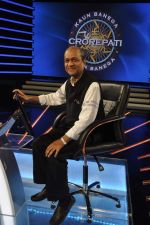 Siddharth Basu gives a KBC set tour in Yash Raj Studios on 3rd Sept 2013 (23).JPG