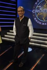 Siddharth Basu gives a KBC set tour in Yash Raj Studios on 3rd Sept 2013 (27).JPG