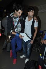Manish Paul, Karan Wahi leave for SAIFTA Awards in Mumbai Airport on 4th Sept 2013 (117).JPG