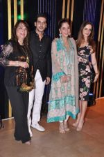 Zayed Khan, Zarine Khan, Farah Ali Khan, Suzanne Roshan at Rakesh Roshan_s birthday bash in Mumbai on 6th Sept 2013 (150).JPG
