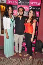 Namrata Jham, Aki Narula, Suvidha Arya at Suvi - Arya & Spyra_s Collection Launch in khar, Mumbai on 7th Sept 2013.JPG