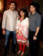 sudesh bhosle & family at Adesh Shrivastava birthday party in Sun N Sand Hotel, Mumbai on 8th Sept 2013.jpg