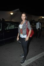 Esha Gupta travels to London in Mumbai Airport on 10th Sept 2013 (2).JPG