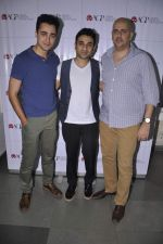 Imran Khan at Ashvin Gidwani_s Theatrical comedy Battle of Da Sexes with Indian comedian Vir Das in Mumbai on 13th Sept 2013 (29).JPG