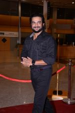 Madhavan at South Indian International Movie Awards 2013 Red Carpet Day 2 on 12th Sept 2013(255).JPG