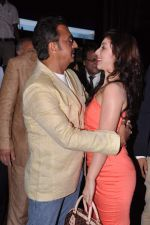 Gulshan Grover, Anisa at Baat Bann Gayi music launch in Hard Rock, Mumbai on 19th Sept 2013 (26).JPG