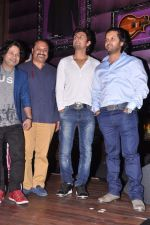 Kailash Kher, Sonu Nigam, Leslie Lewis at Baat Bann Gayi music launch in Hard Rock, Mumbai on 19th Sept 2013 (74).JPG