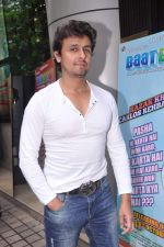 Sonu Nigam at Baat Bann Gayi music launch in Hard Rock, Mumbai on 19th Sept 2013 (62).JPG