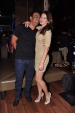 Vindu Dara Singh, Dina Umarova at Lucky Morani_s bday bash in Hard Rock, Mumbai on 19th Sept 2013 (9).JPG