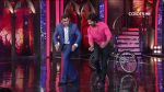Shahid Kapoor and Salman Khan Dancing on Bigg Boss Season 7 - Day 6 (4).jpg