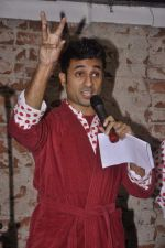 Vir Das at India_s largest comedy festival launch in Blue Frog, Mumbai on 22nd Sept 2013 (30).jpg