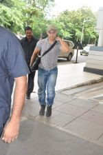 Aamir Khan snapped in Domestic Airport, Mumbai on 25th Sept 2013 (9).JPG