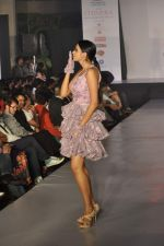 Model on the ramp for Chimera fashion show for students in Mumbai on 30th Sept 2013 (109).JPG